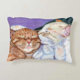 Chat tigré orange et baiser blanc d'amour de chat coussins décoratifs
