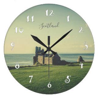 Château de Dunure en Ecosse, belle horloge murale