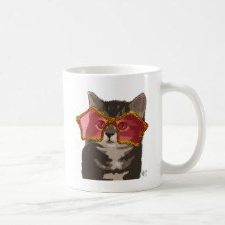 Chaton dans des lunettes de soleil d'étoile mug