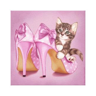 Chaton dans la chaussure pourpre toiles
