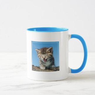 Chaton dans l'arbre mug