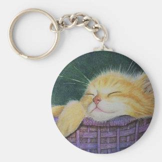 Chaton dans un porte - clé pourpre de panier porte-clé rond