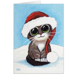 Chaton tigré mignon portant la carte de Noël de