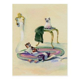 CHATONS dans la SALLE DE BAINS par SHARON SHARPE Carte Postale