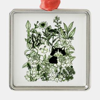 Chatons dans les fleurs sauvages ornement carré argenté