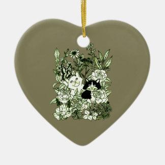 Chatons dans les fleurs sauvages ornement cœur en céramique