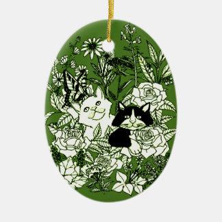 Chatons dans les fleurs sauvages ornement ovale en céramique