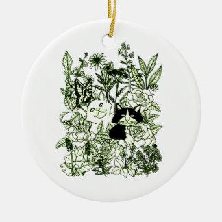 Chatons dans les fleurs sauvages ornement rond en céramique