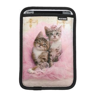 Chatons doux dans les diadèmes et le tutu housses pour iPad mini