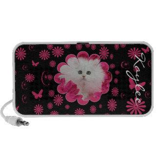 Chatons précieux et fleurs roses de chats haut-parleur de voyage