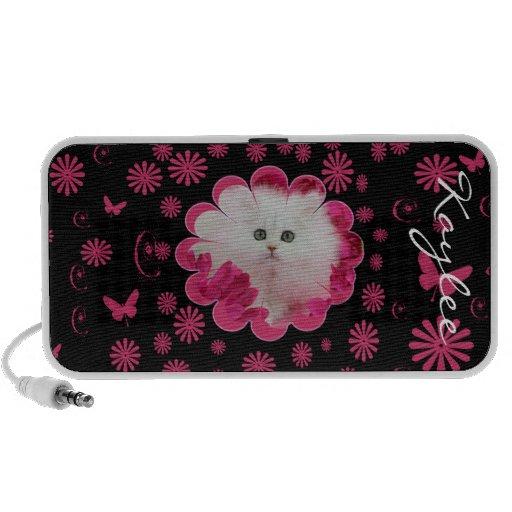 Chatons précieux et fleurs roses de chats haut-parleur notebook
