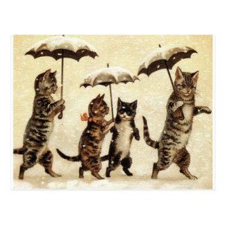 Chats dans la neige avec des parapluies carte postale