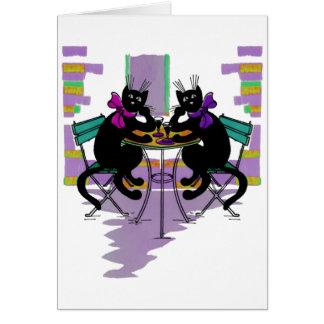 chats noirs buvant la carte de voeux de vin