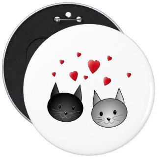 Chats noirs et gris mignons, avec des coeurs badges