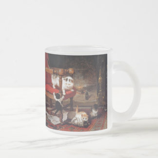 Chats vintages par la cheminée tasse