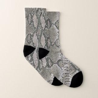 Chaussettes argentées de motif de peau de serpent