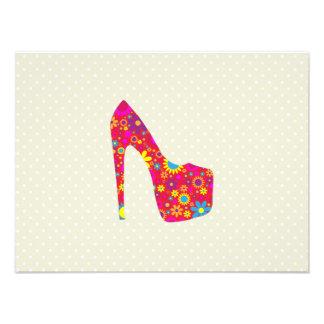 Chaussure de talon haut, fleurs - bleu jaune rouge photos sur toile