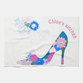 Chaussure rose et bleue de talon haut serviettes pour les mains