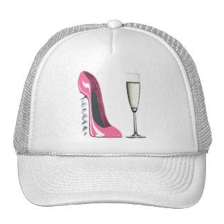 Chaussure stylet de tire-bouchon rose et verre de  casquette de camionneur