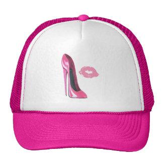 Chaussure stylet rose et baiser casquette trucker