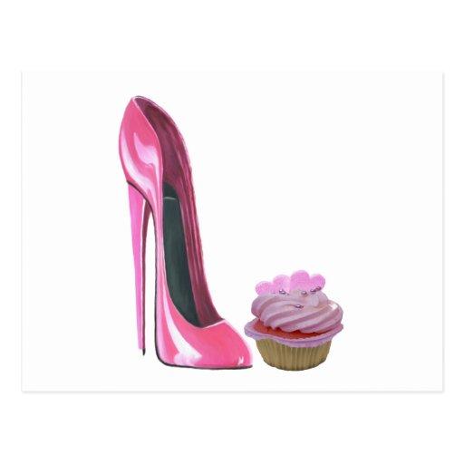 Chaussure stylet rose et petit gâteau rose avec de cartes postales