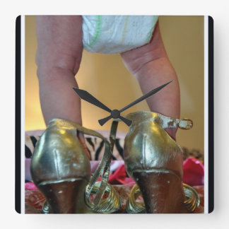 Chaussures de bébé horloge carrée