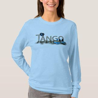 Chaussures et casquette de tango avec le plancher t-shirt