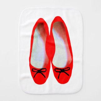 Chaussures rouges linges de bébé