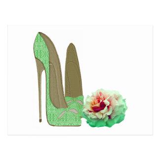 Chaussures stylets de dentelle de vert de chaux et carte postale