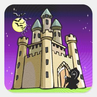 Chauves-souris et faucheuse de château à la porte autocollant carré