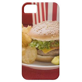Cheeseburger avec les pommes chips et le cornichon coques iPhone 5 Case-Mate