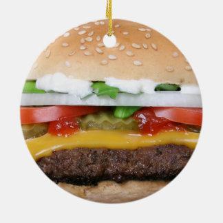 cheeseburger délicieux avec la photographie de ornement rond en céramique