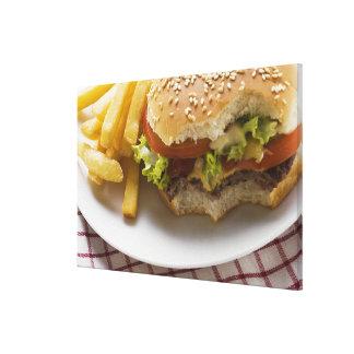 Cheeseburger, morsures prises, avec des puces toiles