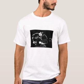 Chelsea H badine le T-shirt