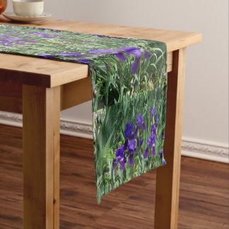 Chemin De Table Court Coureur floral de Tableau de motif d'iris pourpres