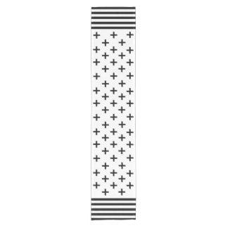 Chemin De Table Court Croix suisse noire et blanche chic avec la