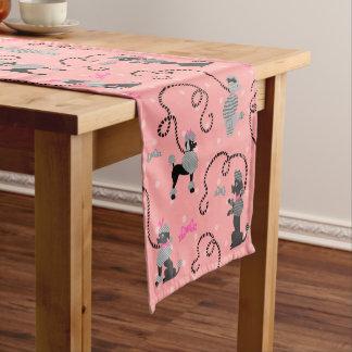 Chemin De Table Court Motif rose de jupe de caniche rétro et noir de les