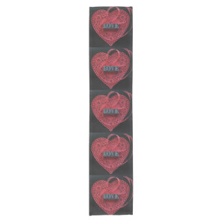 Chemin De Table Court Napperon rouge de coeur avec le mot d'amour