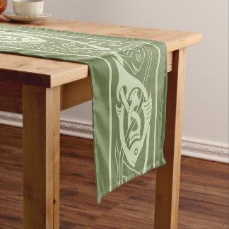Chemin De Table Court Poissons de Knotwork de Celtic en vert