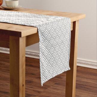 Chemin De Table Court Triangles géométriques modernes de blanc gris de