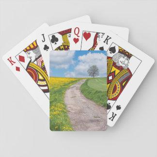 Chemin de terre et arbre jeu de cartes