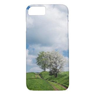 Chemin de terre et pommiers coque iPhone 7