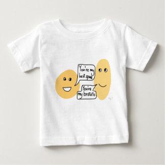 Chemise d'amis de pomme de terre t-shirt pour bébé