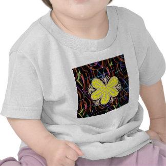 Chemises de regard de papillon de FLEUR de jaune T-shirt