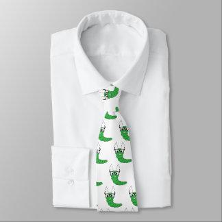 Chenille ringarde drôle fraîche avec des verres cravate