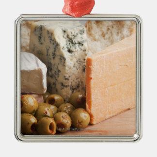 chese et olives ornement carré argenté