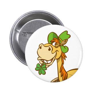 Cheval chanceux de bande dessinée sur le bouton du badges