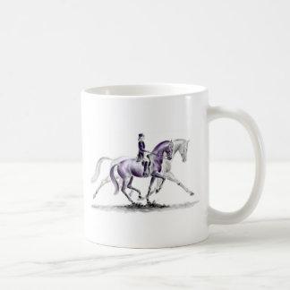 Cheval de dressage dans le trot Piaffe Mug