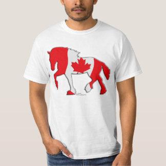 Cheval de trait canadien de drapeau t-shirt