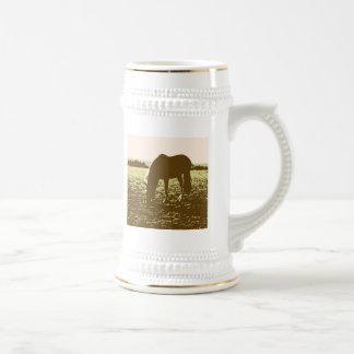 Cheval frôlant l'art de bruit chope à bière